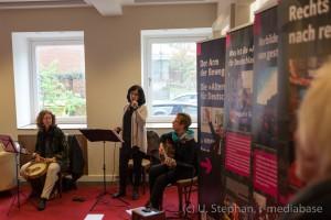 """Frauenformation """"Sal de casa"""" mit María Echániz (Gesang), Carola Greiner (Gitarre) und Margit Bornhöft (Percussion)"""